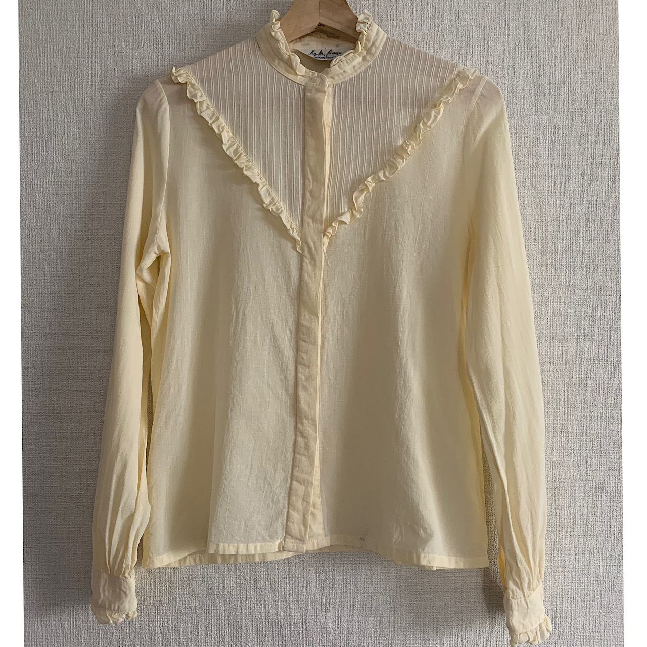 """【POP UP出店中】60's-70's """"Lady Manhattan""""vintage ivory ruffled neck and cuffs blouse"""