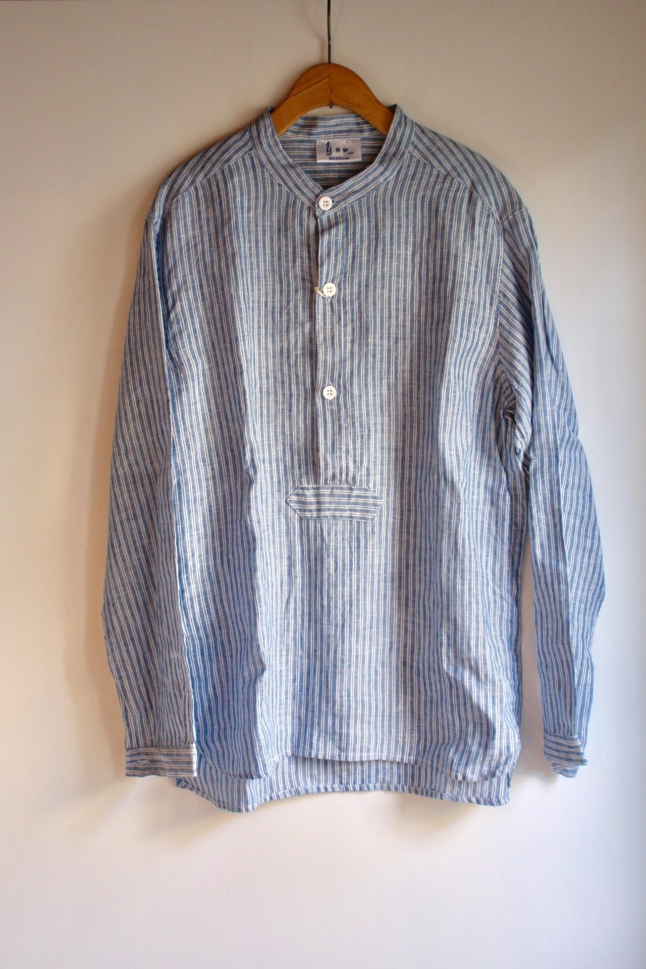 Yarmo(ヤーモ)リネンプルオーバー スタンドカラーシャツ ブルー×ホワイトストライプ メンズ