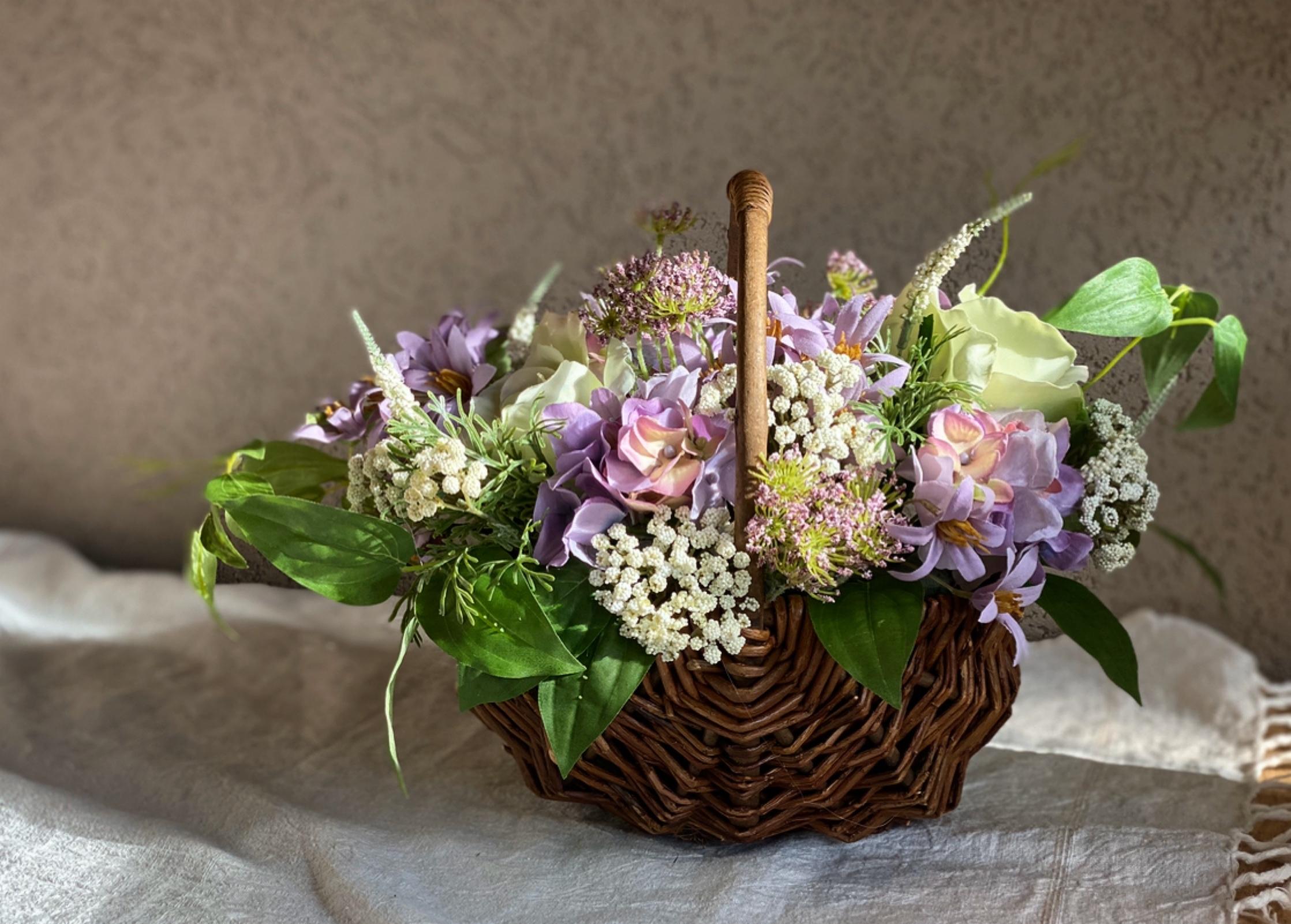 紫の花かご