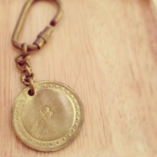 【solmu】真鍮アルファベットキーホルダー(B)