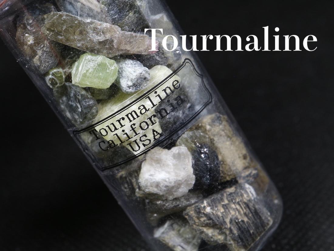 ※SALE※ 超お買い得!【鉱物標本セット大】トルマリン グリーン系 ボトル 瓶詰め T126 原石 宝石 天然石 鉱物セット