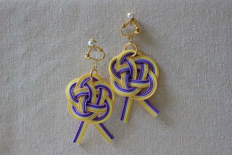 紫と黄色梅水引結びのイヤリング
