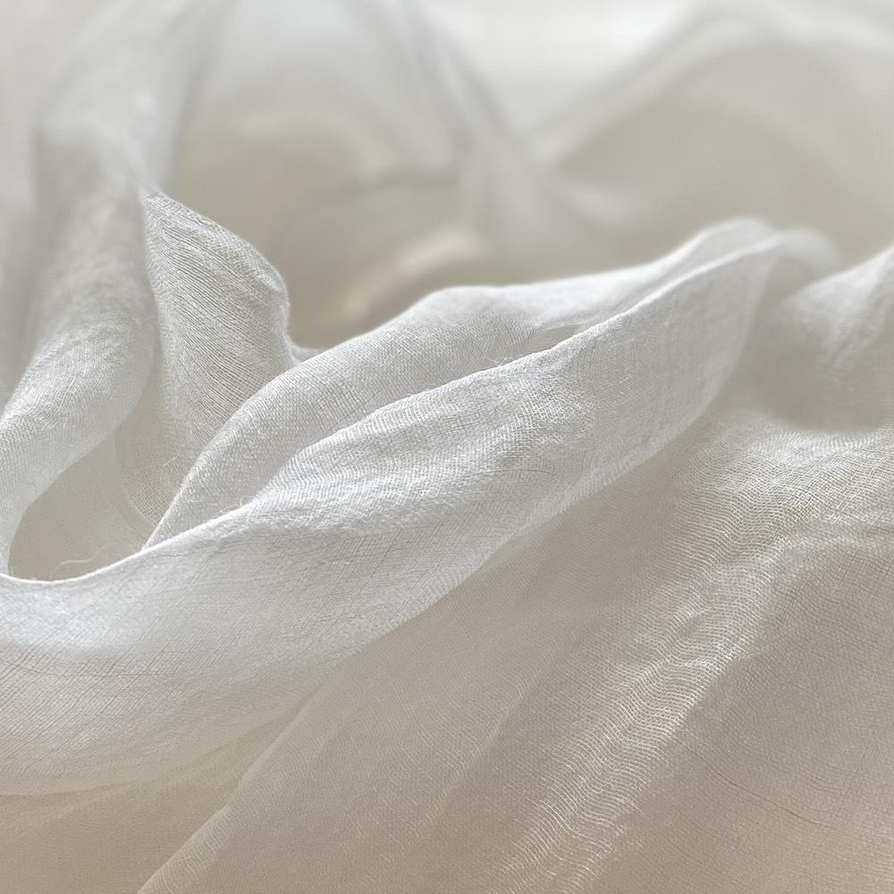 ホワイト 繊細な麻(ラミー)を使った柔らかな風合いのストール
