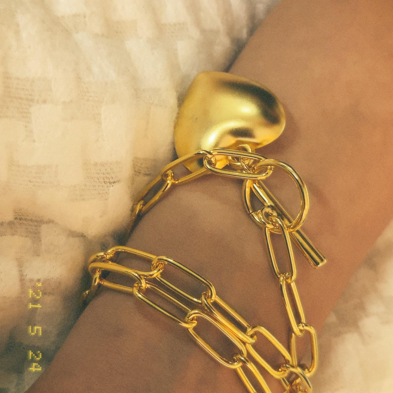 heart medaru necklace