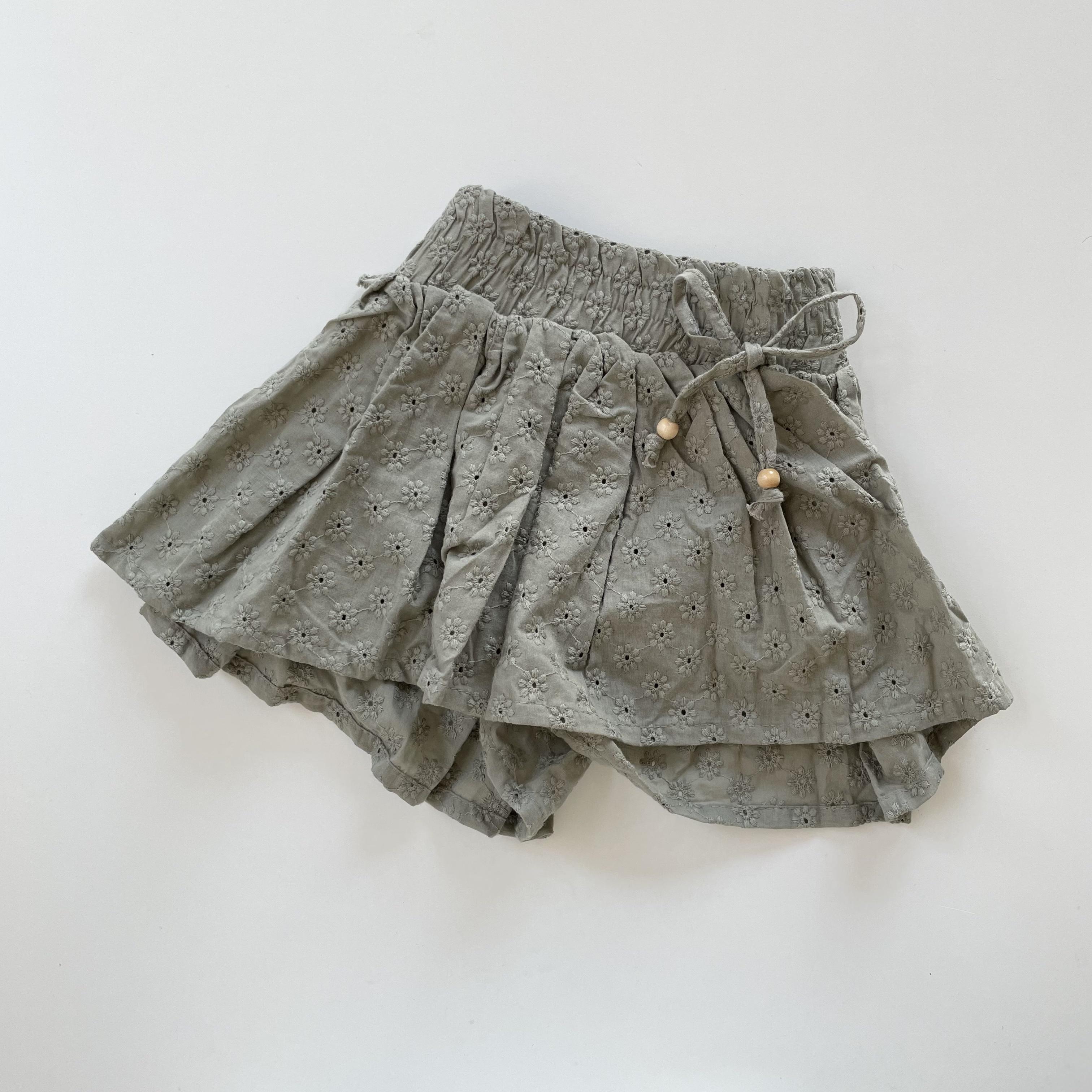 NO.1444 . Lace  skirt pants / FLO