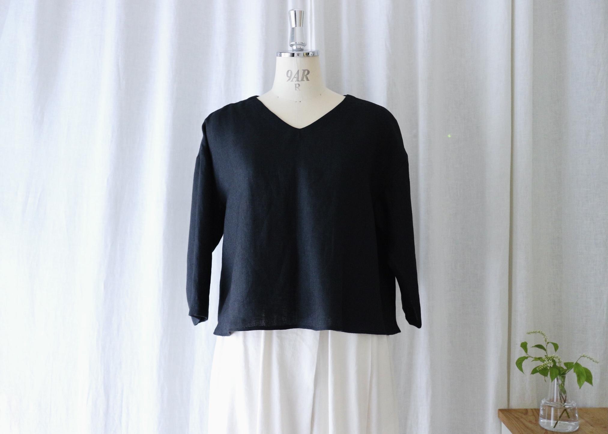 カジュアルにも、キレイめにも着れるプルオーバーフレアーブラウス 七分袖(ヴィンテージブラック) リネン100%