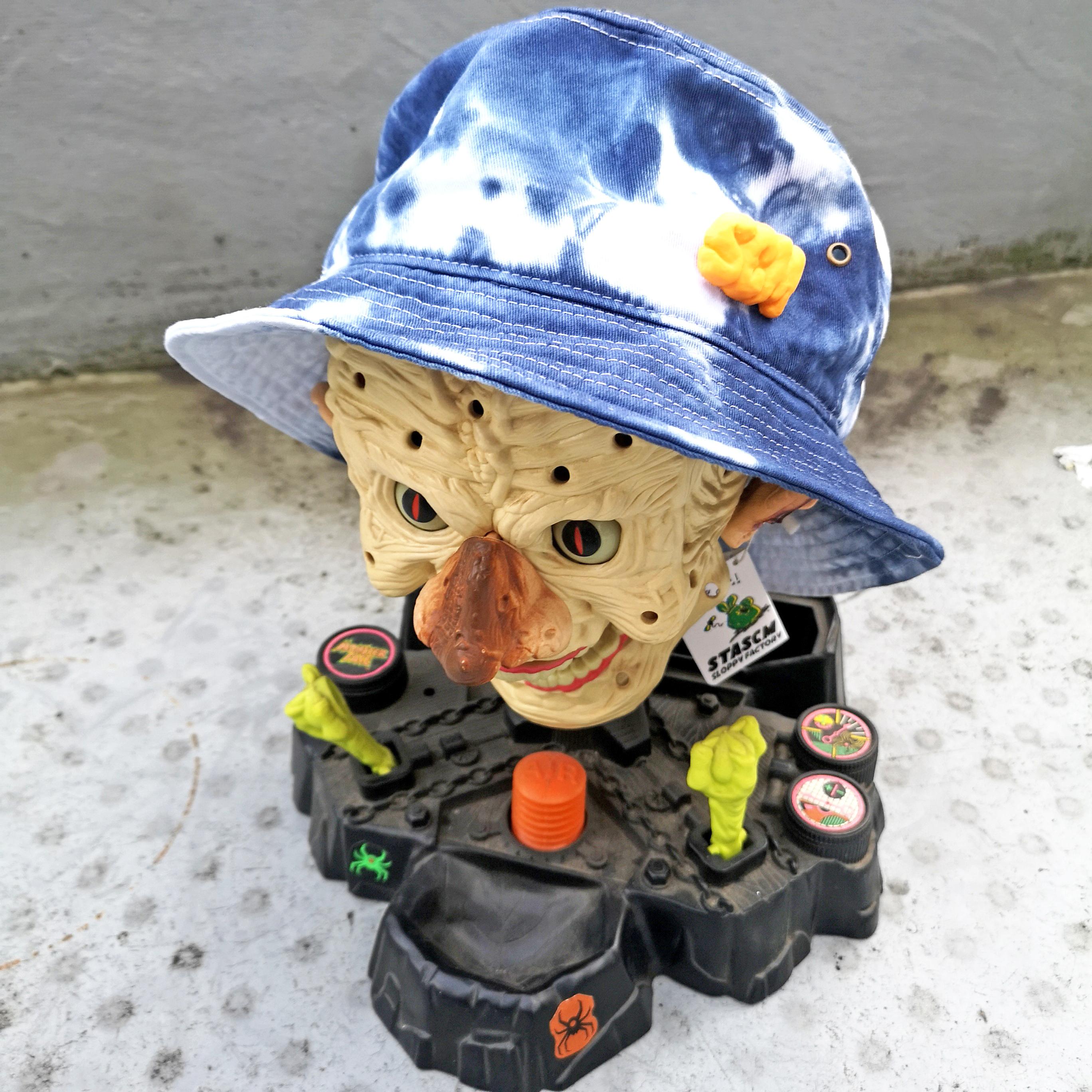"STASCM ""SCM"" BUCKET HAT + SCM PINS"