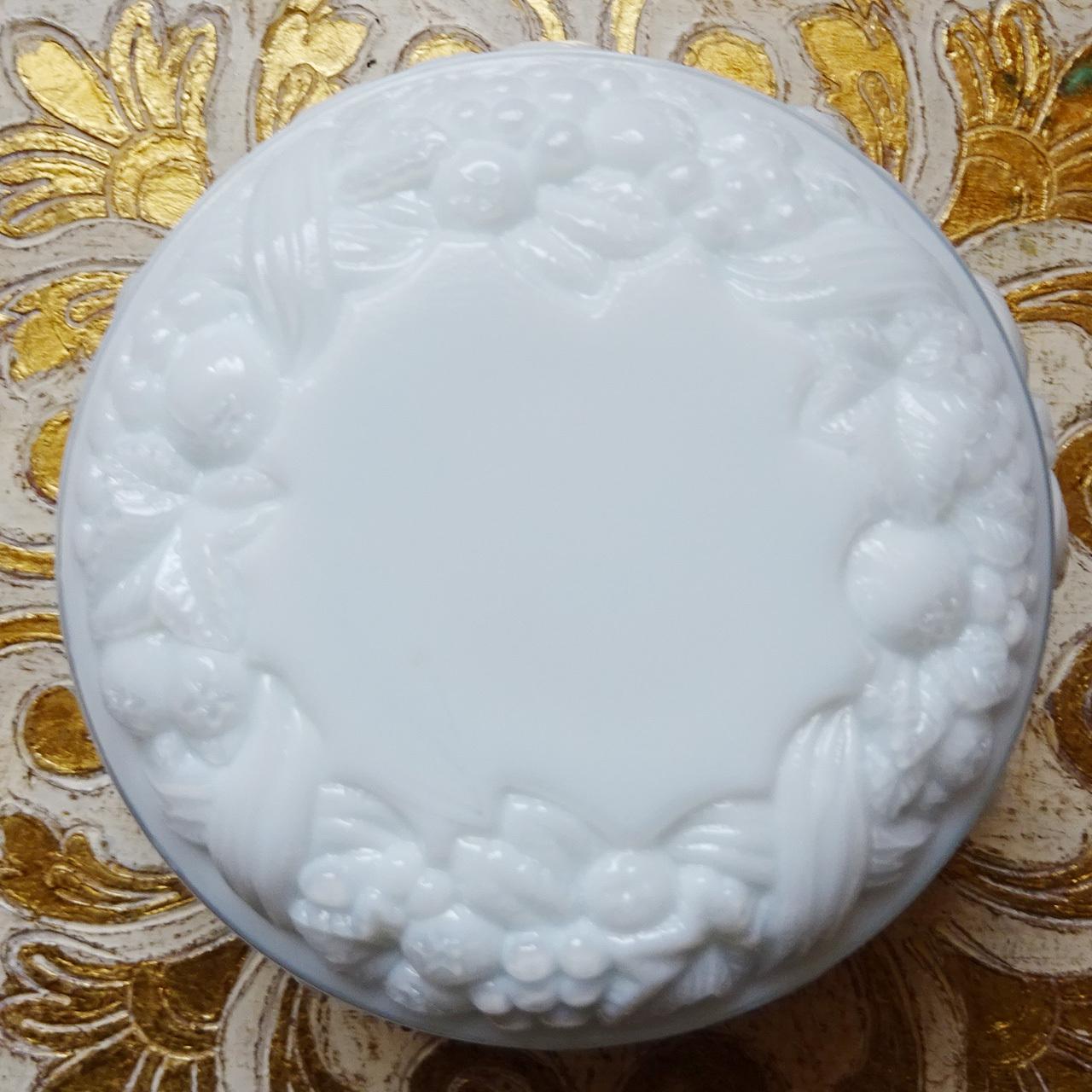 チェコスロバキア ボヘミアガラスのジュエリーポット  / ホワイト