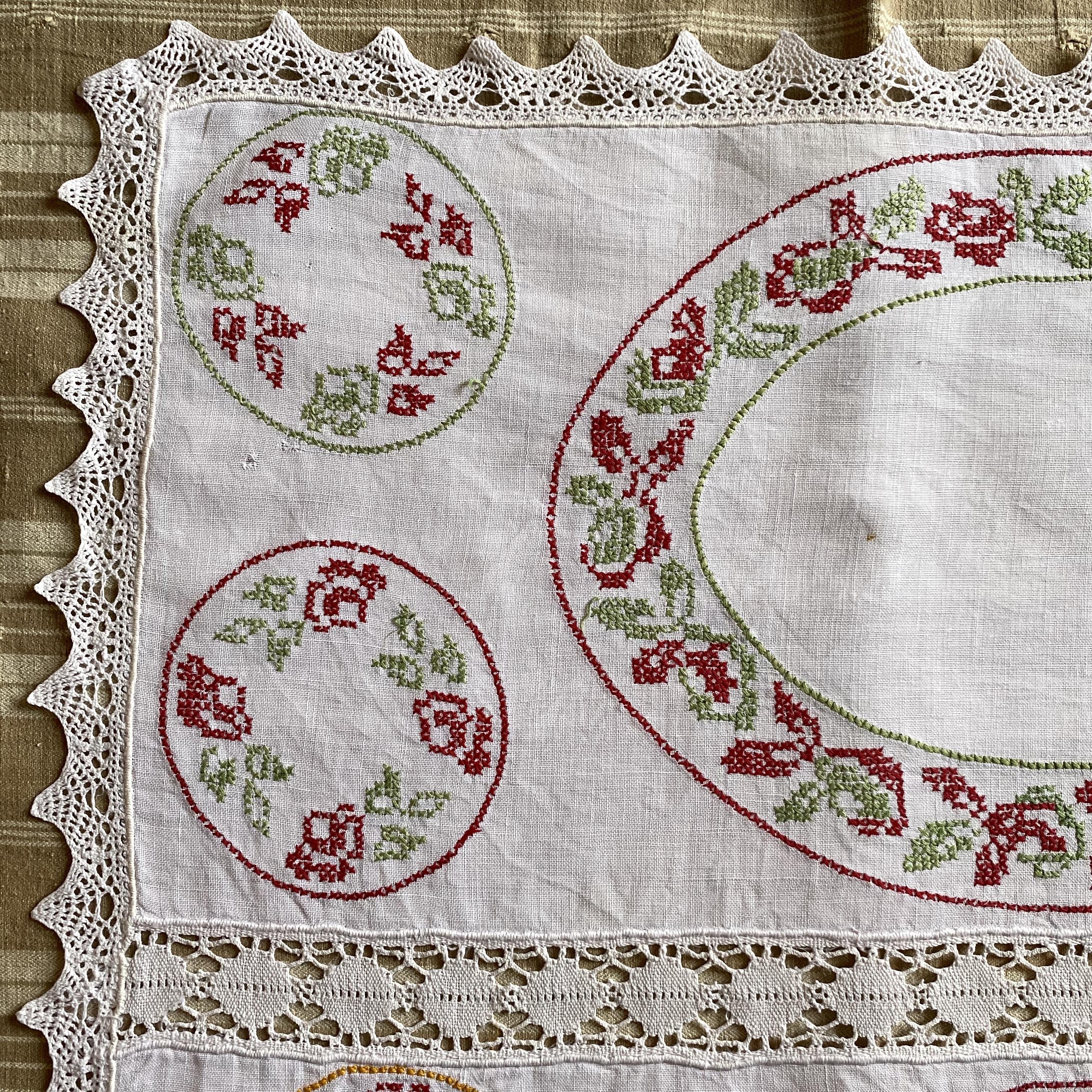 France ヴィンテージ手刺繍ドイリー・オーバルプレート/ uv0095