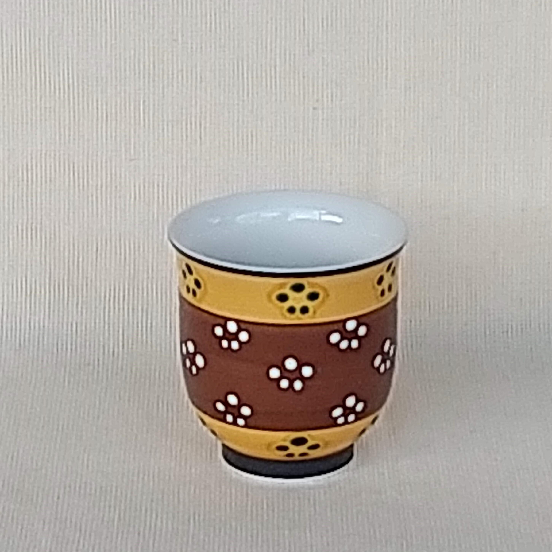 秀島窯作 梅紋 ぐい呑 茶