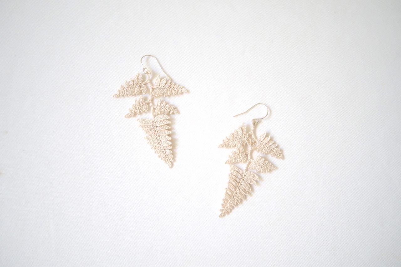 shida 02 / ecru / pierce / earring
