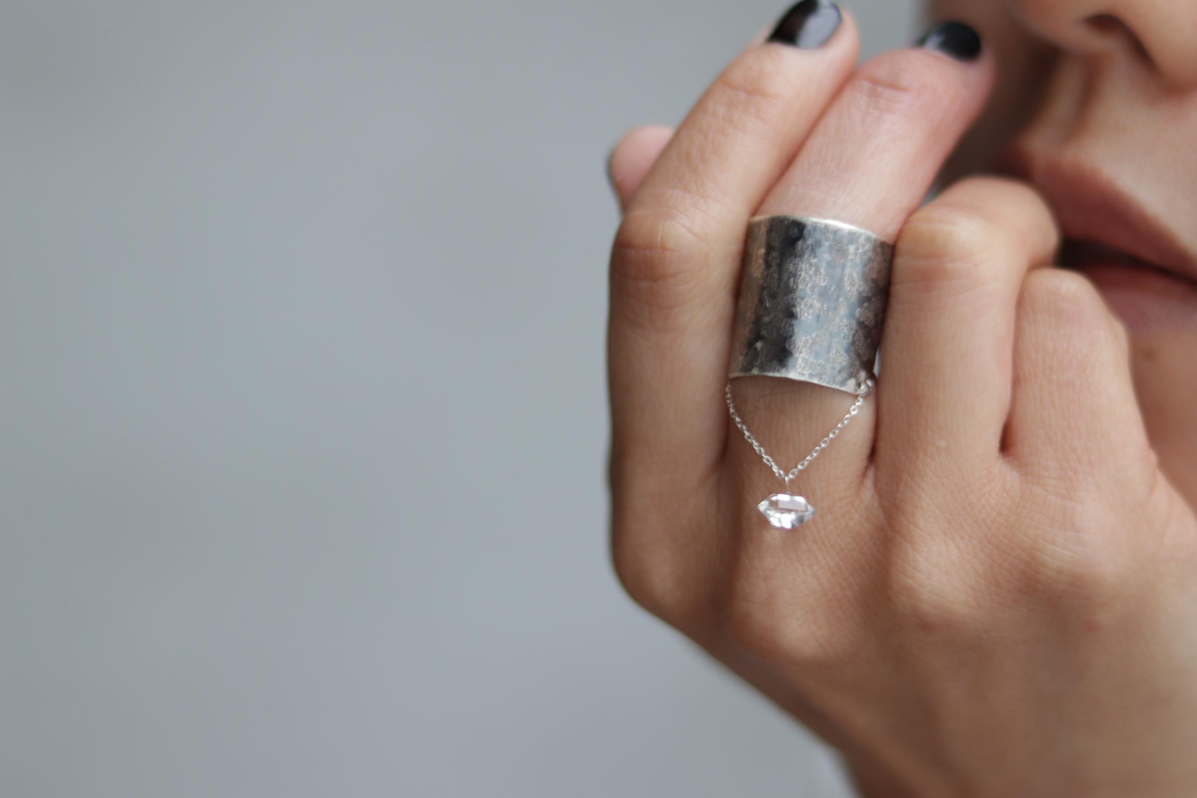 イヤカフにもなるチェーンリング:シルバー ハーキマーダイヤモンド