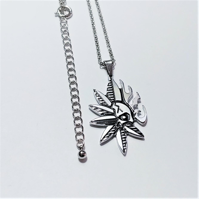 【スカルリーフネックレス】 ドクロと葉の独特なデザイン / 肌に優しい(金アレ)