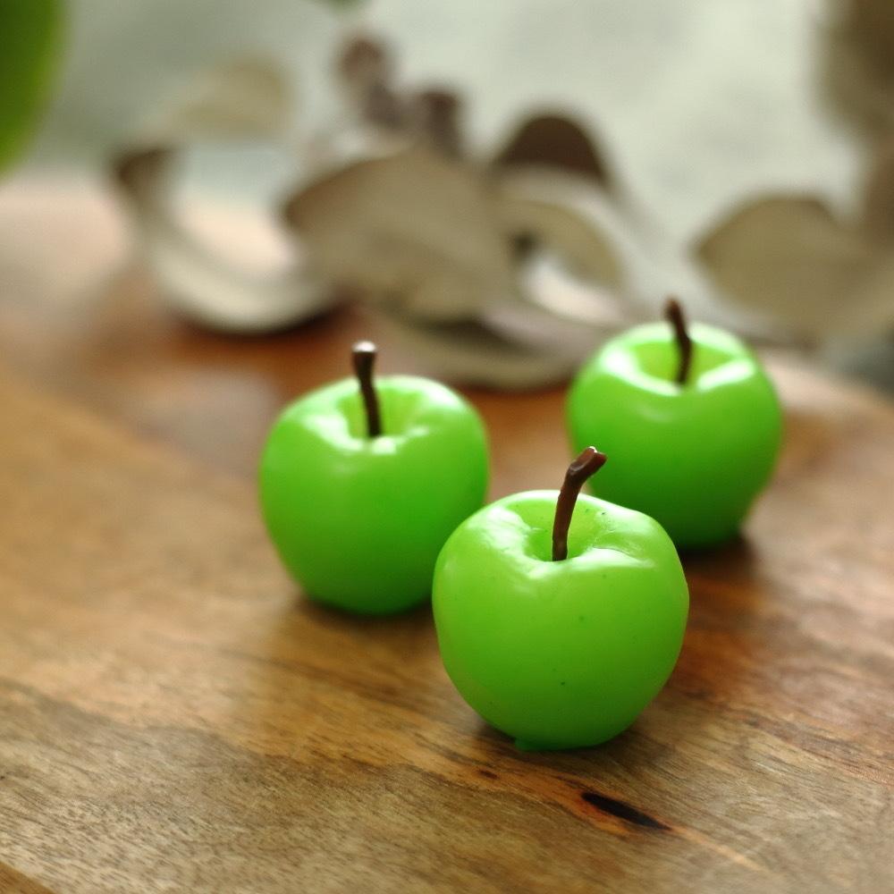 小さな青りんごキャンドル 天然の蜜蝋たっぷり