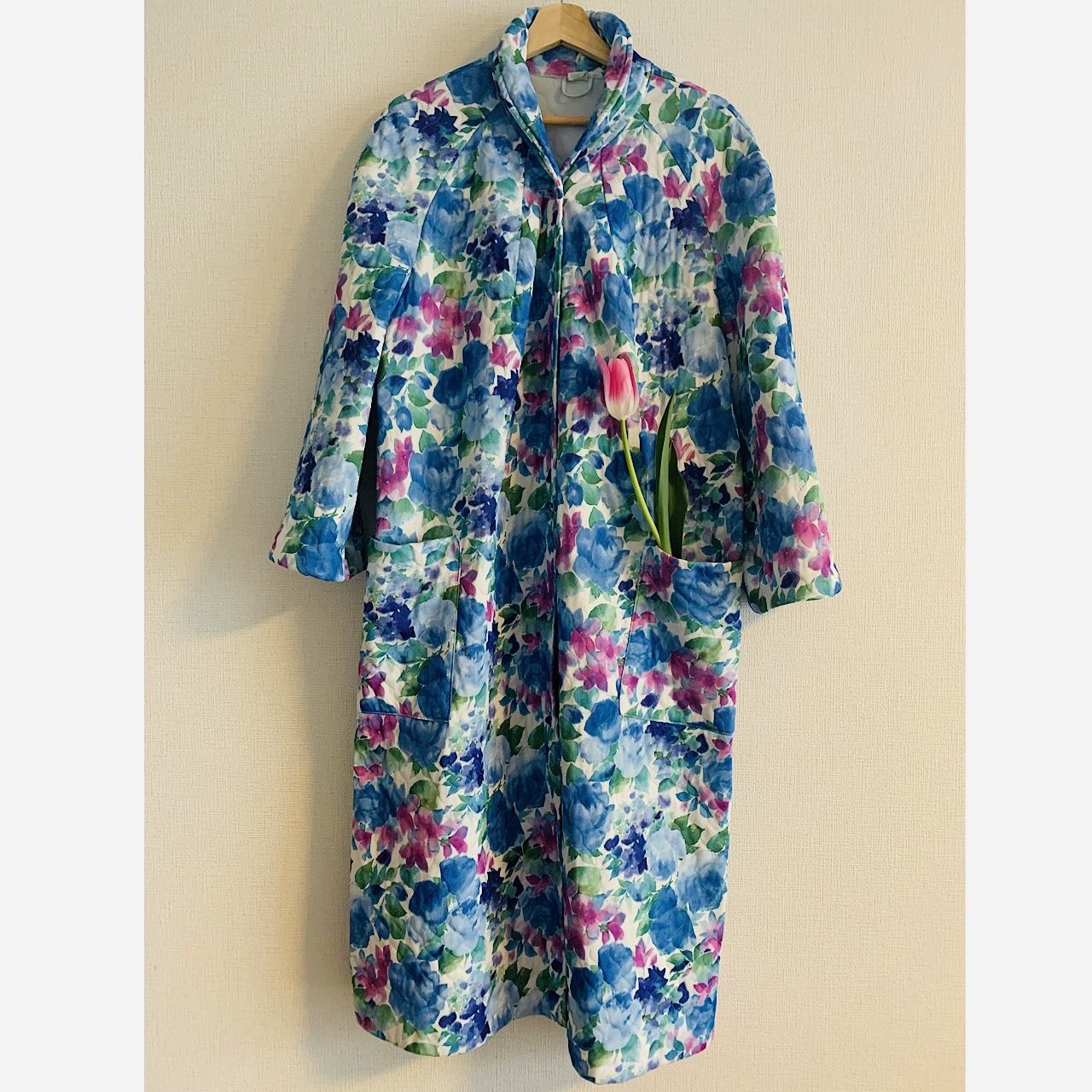 70's vintage bright flowered quilted robe coat