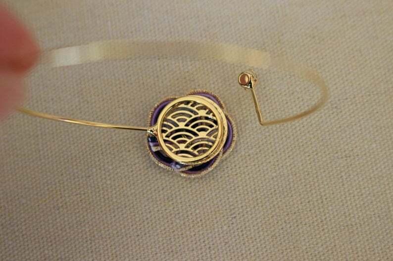 ゴールドと紫色梅水引結びのブレスレット
