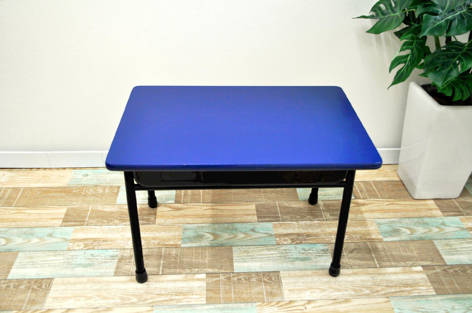 あの頃にタイムスリップ?懐かしさ溢れるローテーブル(学校机×ネイビー)