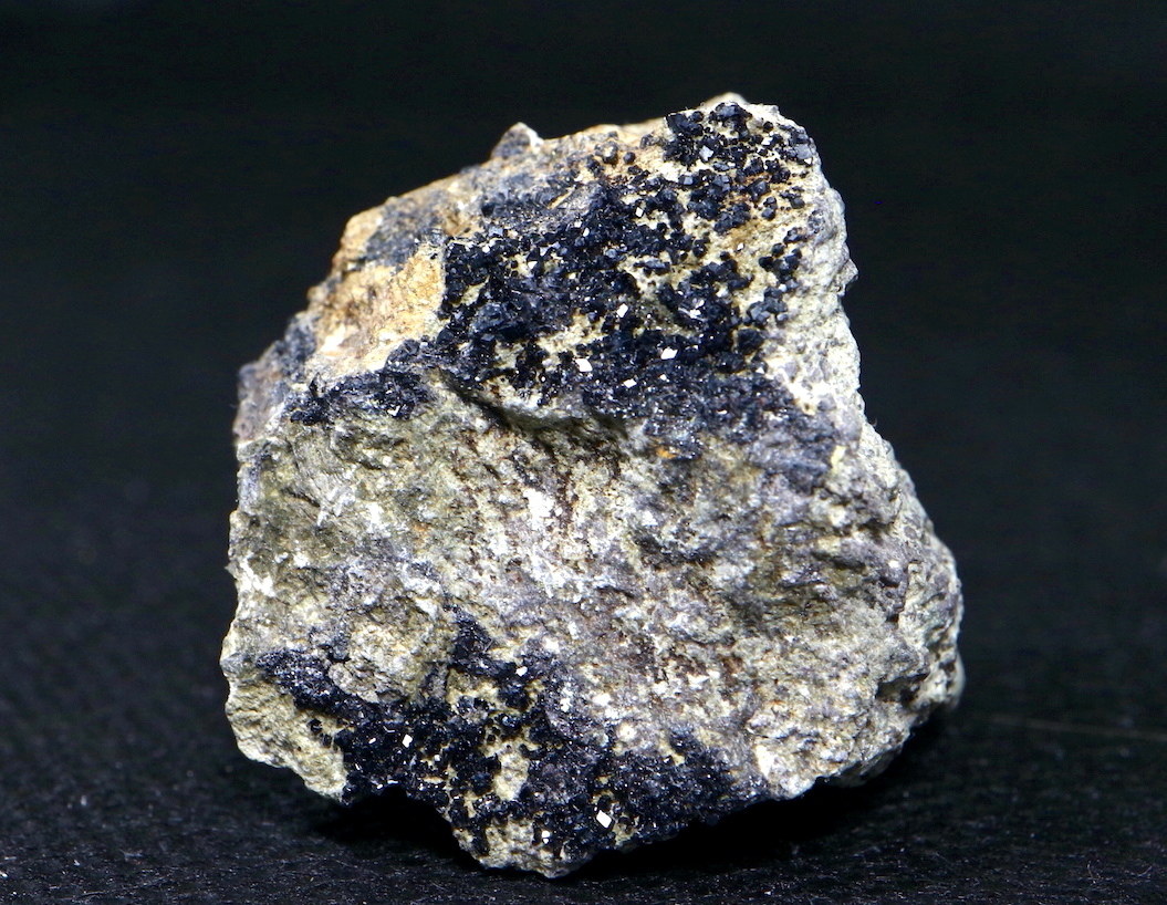 ※SALE※メラナイト ガーネット 灰鉄柘榴石 原石 28,6g AND009 鉱物 標本 原石 天然石