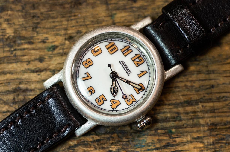 ヴィンテージ感の強い雰囲気の小振りな腕時計(Miles Small/在庫品)