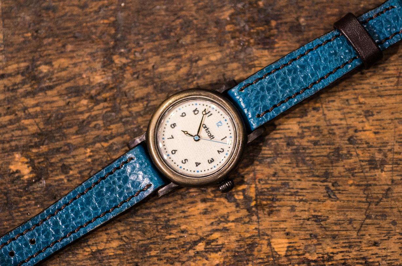 布で製作したシンプルな文字盤の小振りな手作り腕時計(Timo Round Small/在庫品)