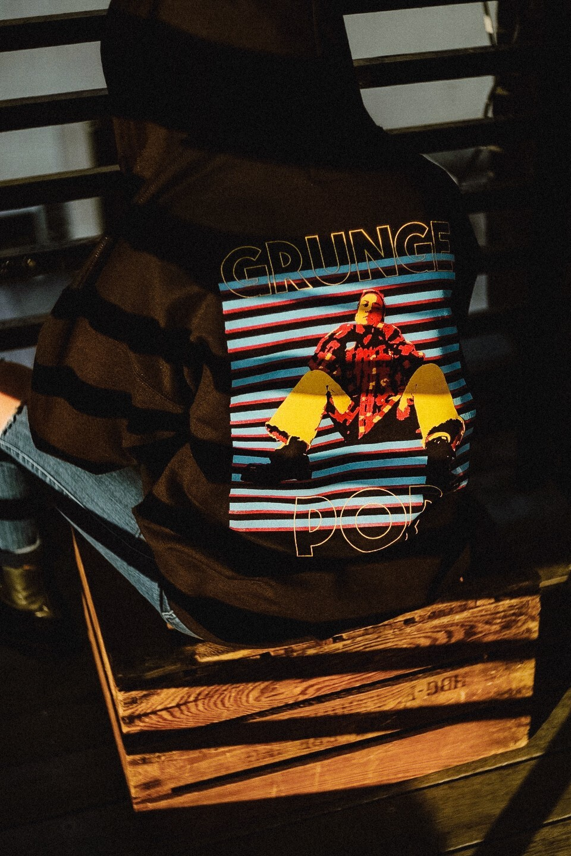 ZIP パーカー (裏起毛) GRUNGE POP バックプリント aya 女性フォトイラスト 赤x水色 ブラック
