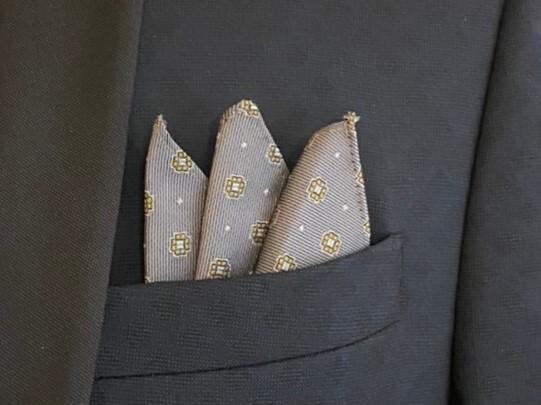 ポケットチーフ  小花モチーフ グレイ
