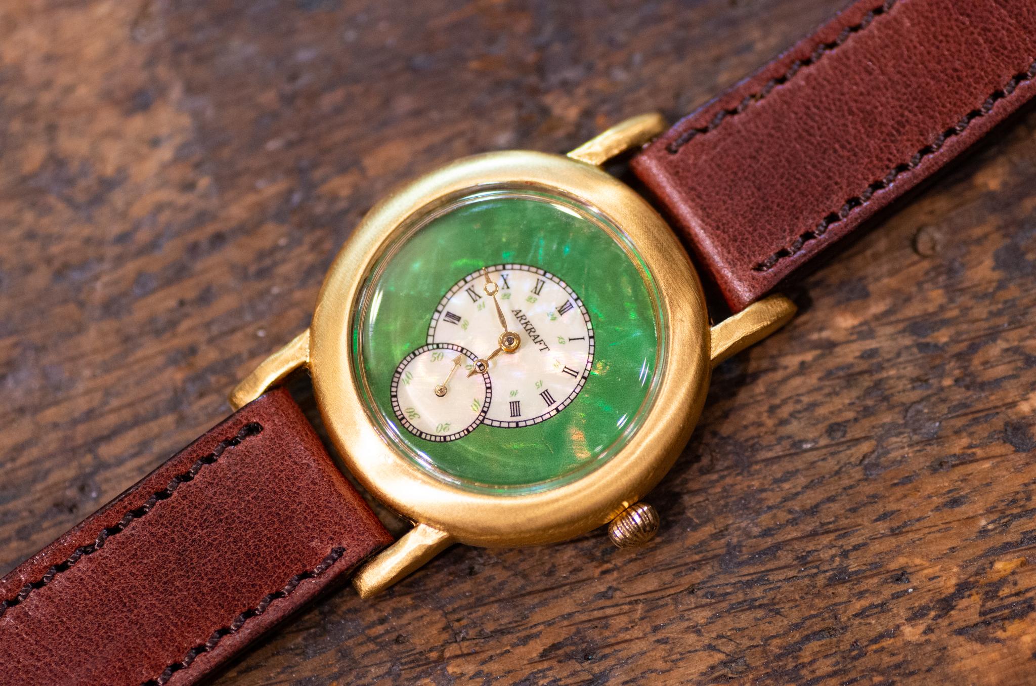 青貝が綺麗なクラシカル感と個性を併せ持った腕時計(Sly Medium/店頭在庫品)