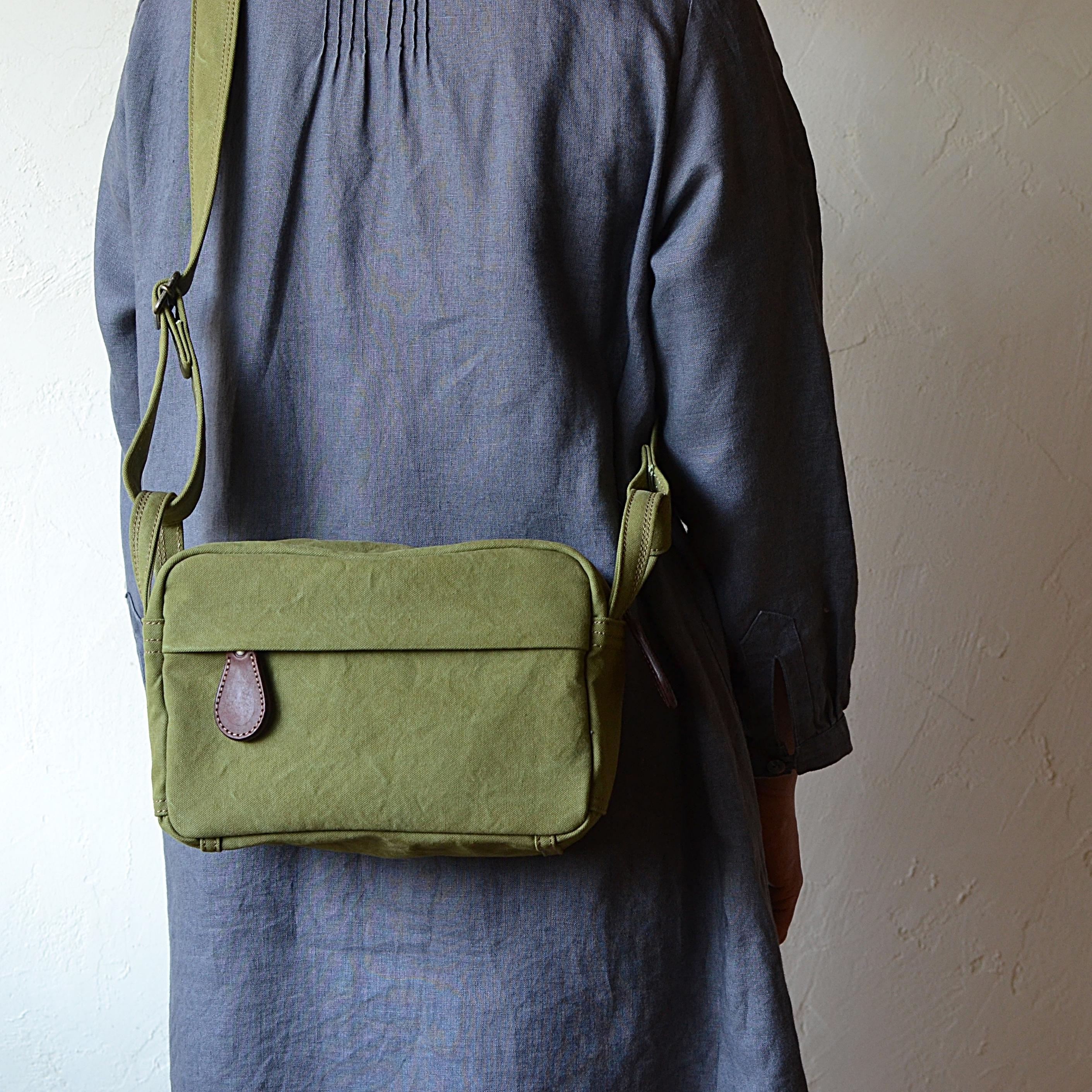 アーミーダックショルダーバッグ       「minmi・オリーブ」