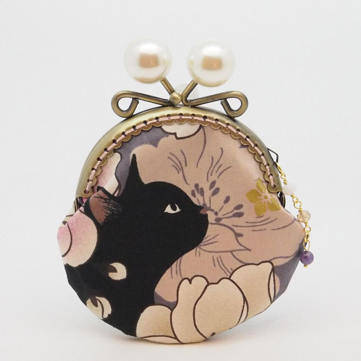 【ハンドメイド】気持ち華やぐがま口ポーチ・コインケース(黒猫と牡丹)(口金8.5センチ)