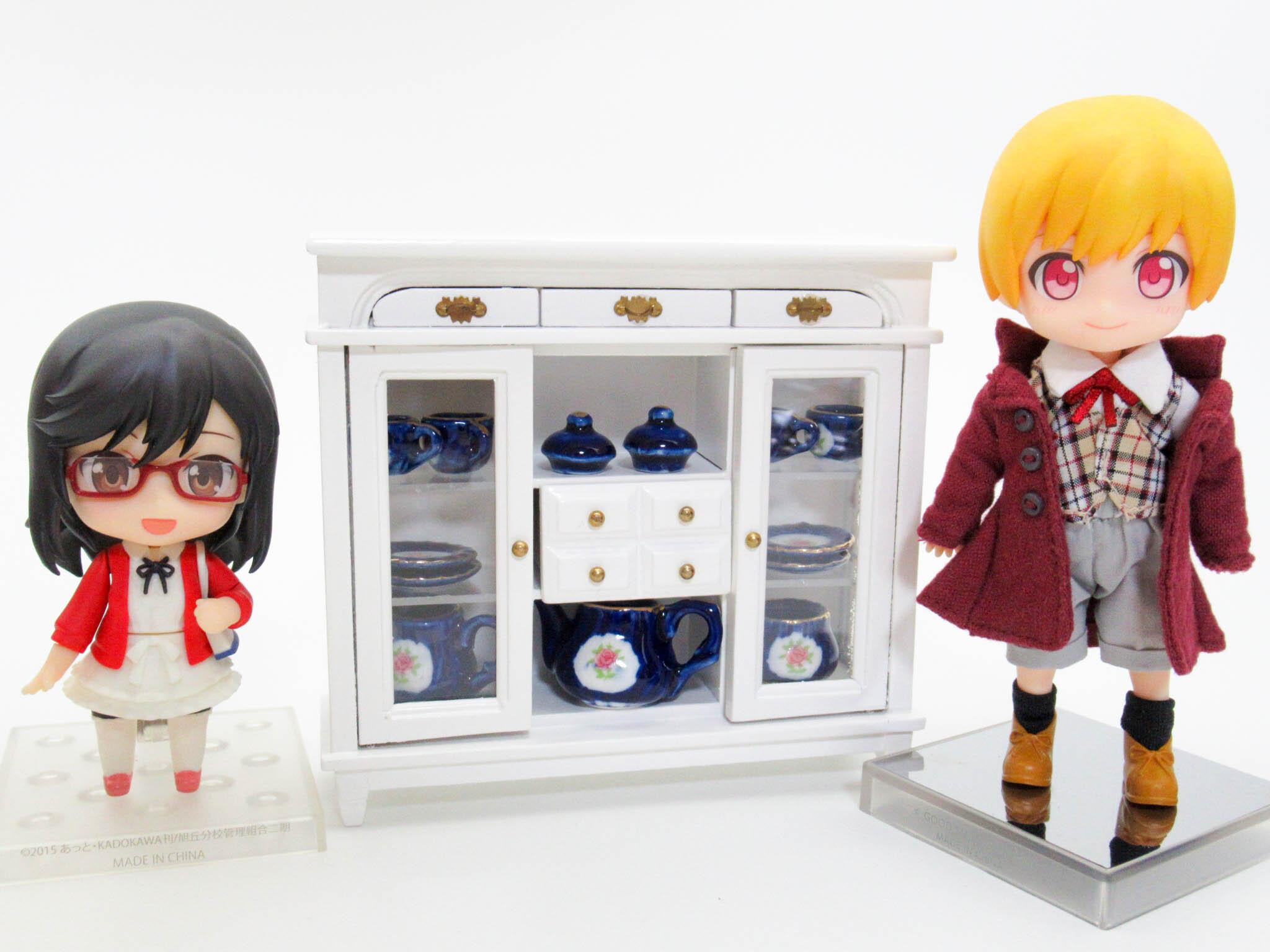 ミニチュア ガラス張り食器棚(白)【ミニチュア家具・ドールハウス】