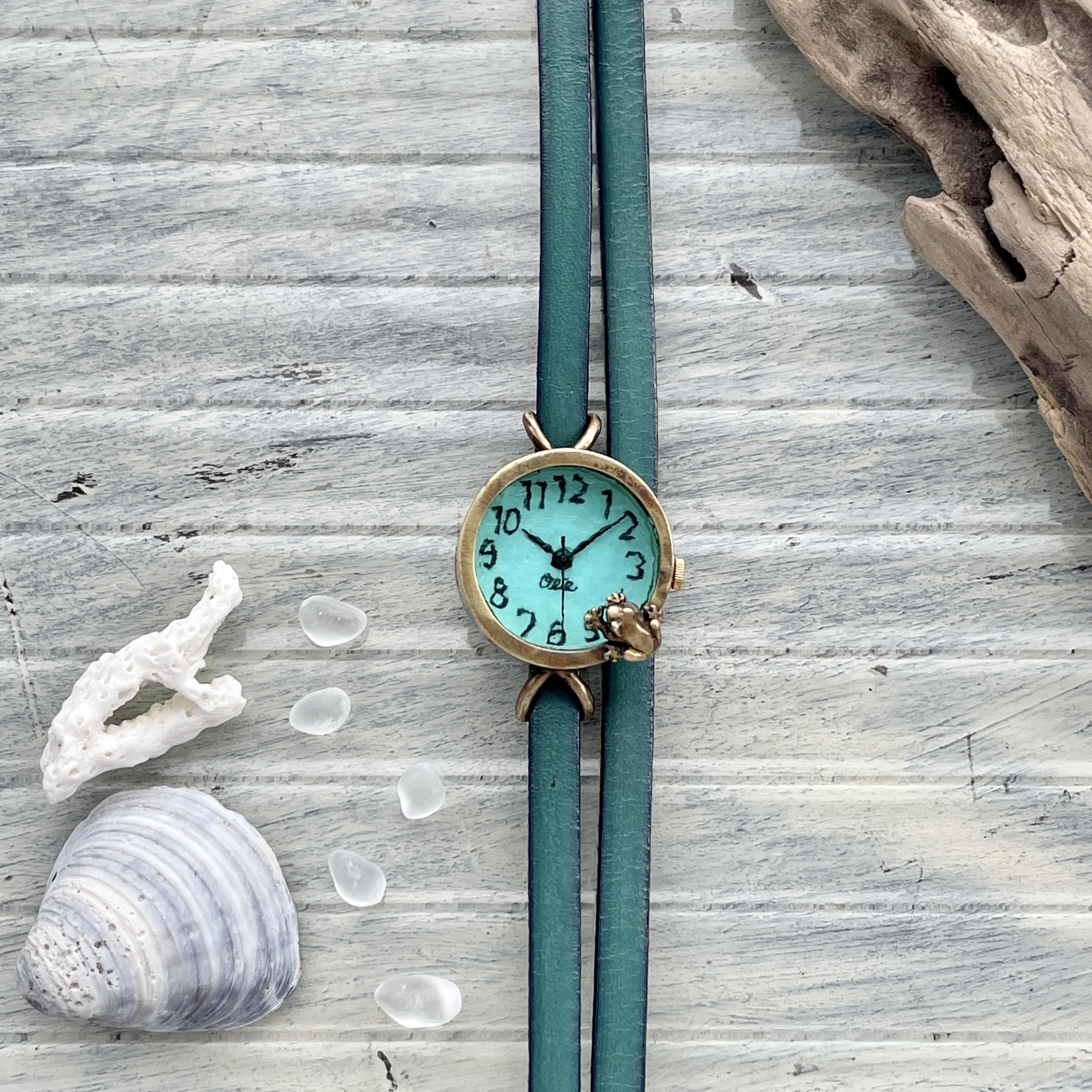 池をのぞく蛙腕時計ラムネSS