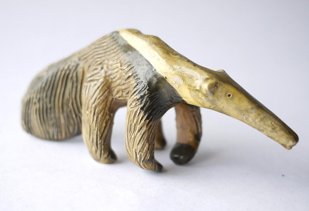 アリクイのフィギュリン anteater オオアリクイ 陶磁器の動物