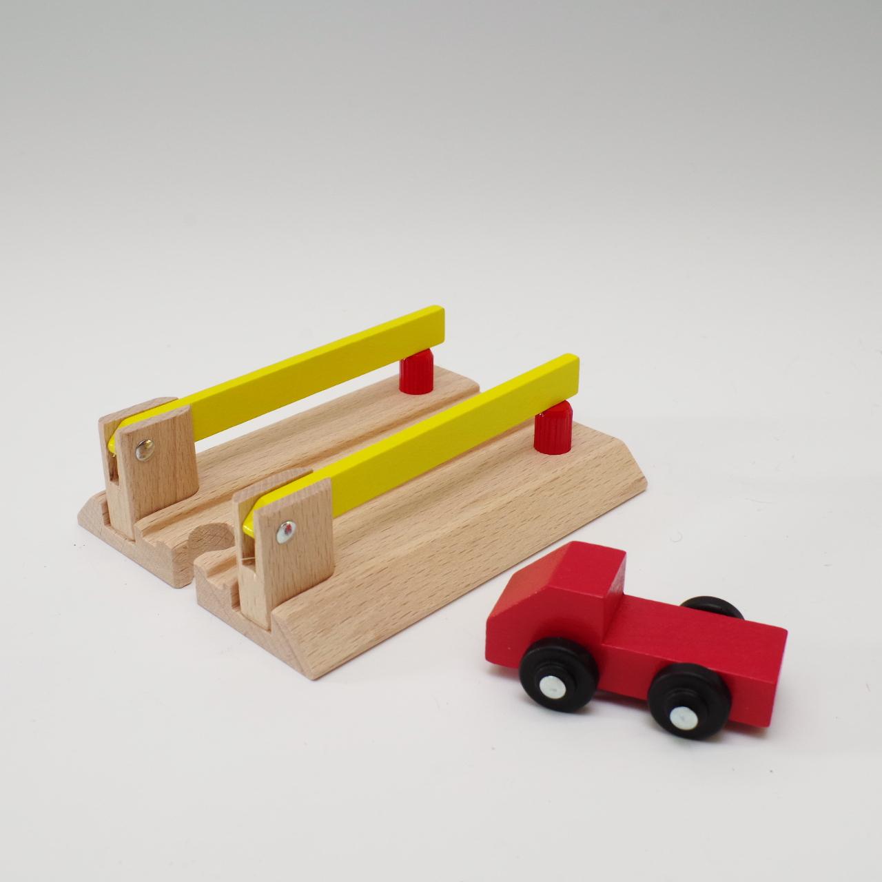 MICKI 踏切とトラック