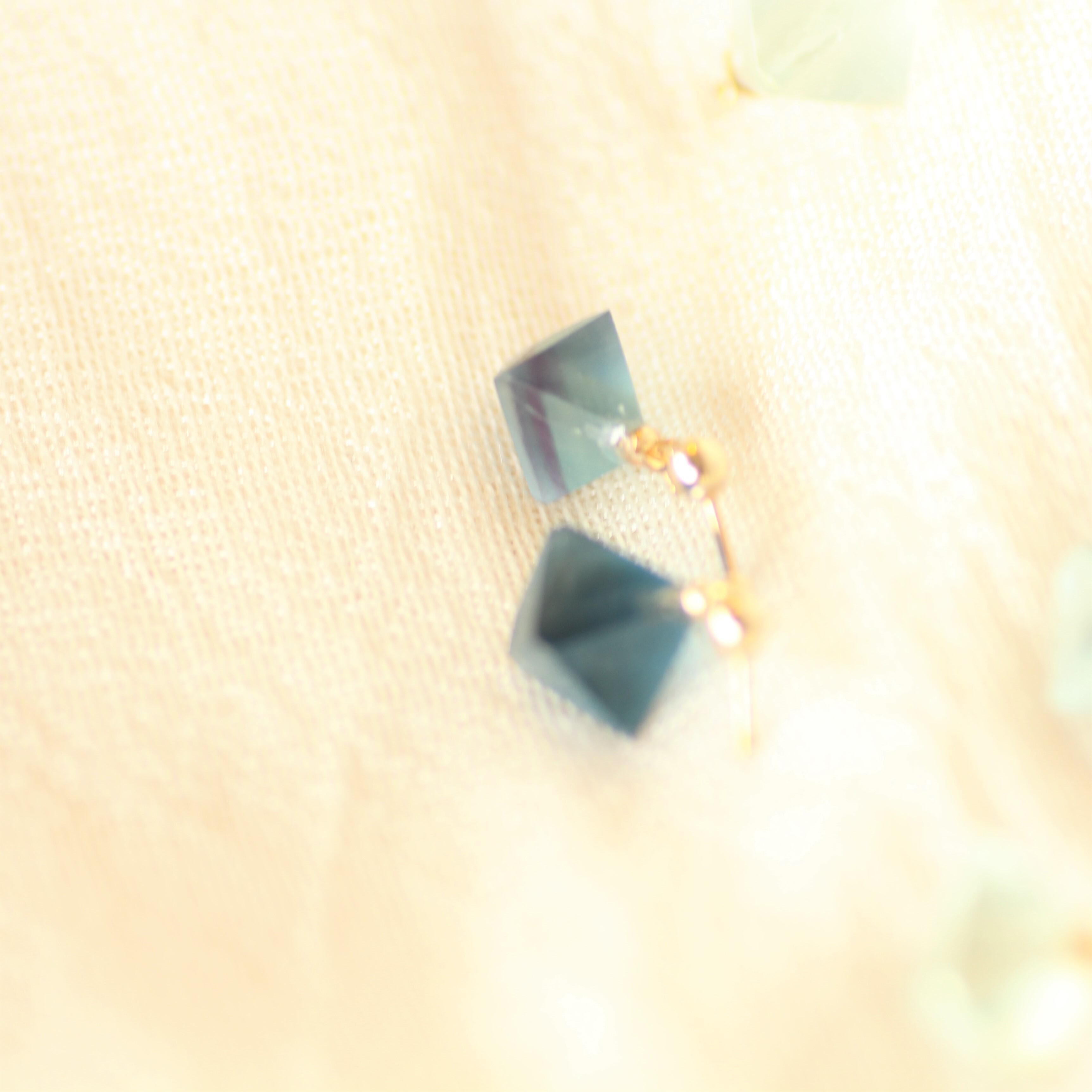 青い蛍石/フローライトのピアス(イヤリング変更可) by Haru