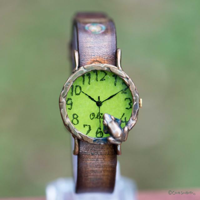 池をのぞく蛙腕時計M ライムB