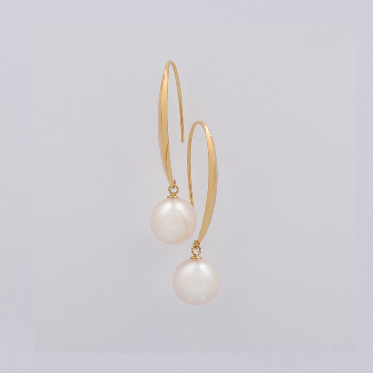 BASIC / Hook Earrings (White)