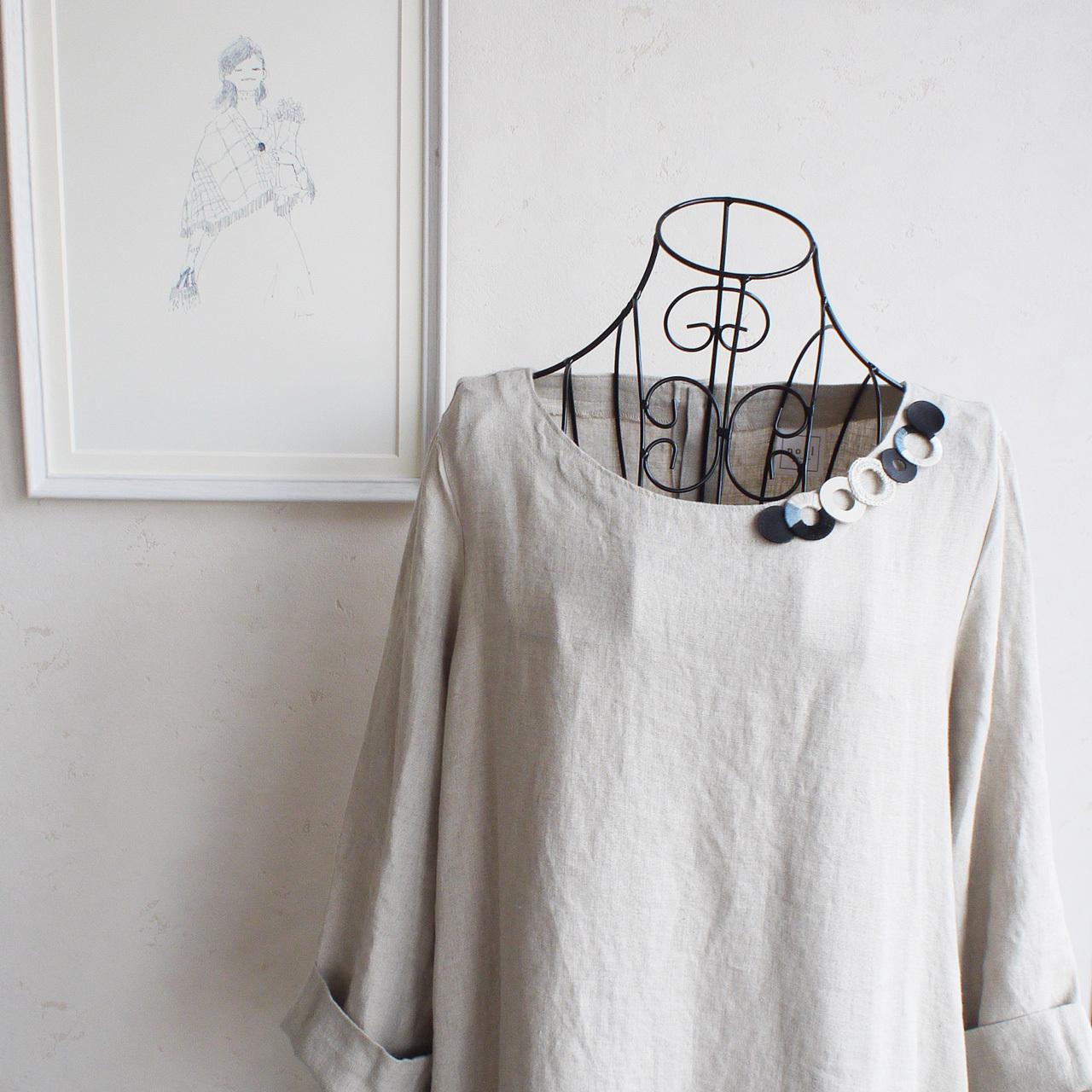 個性的な衿元に 麻のブローチ〈 NeckCircle 〉White