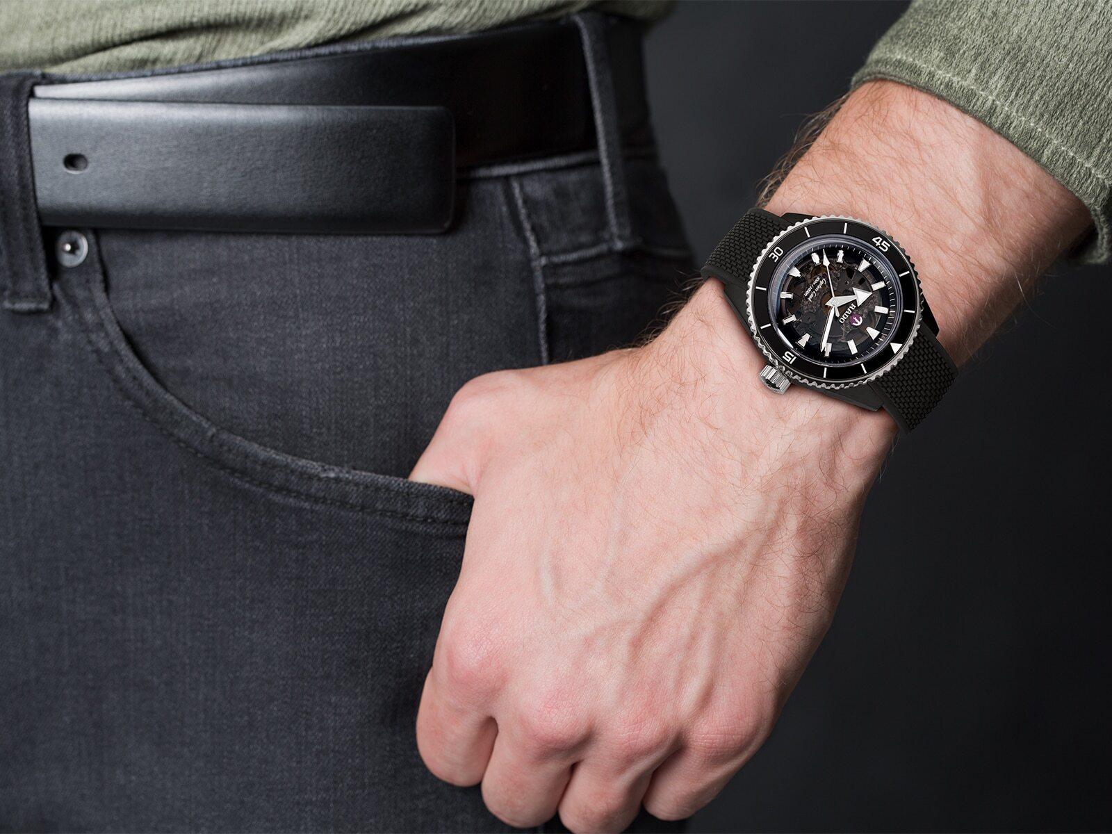 【RADO ラドー】Captain Cook High-Tech Ceramic キャプテンクック ハイテクセラミック(ブラックラバー)/国内正規品 腕時計