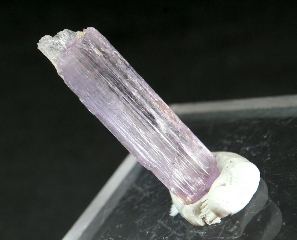 カリフォルニア産 クンツァイト 原石 自主採掘 2,9g リシア輝石  KZ037 鉱物 天然石