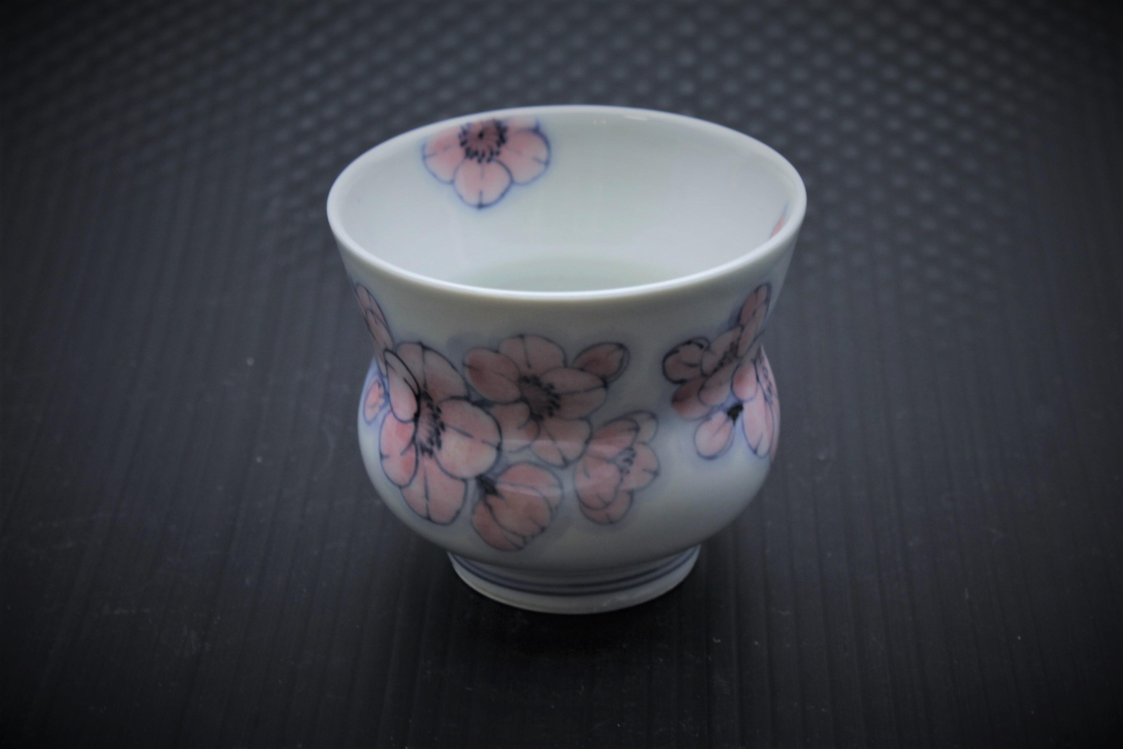 色絵王冠桜反仙茶碗