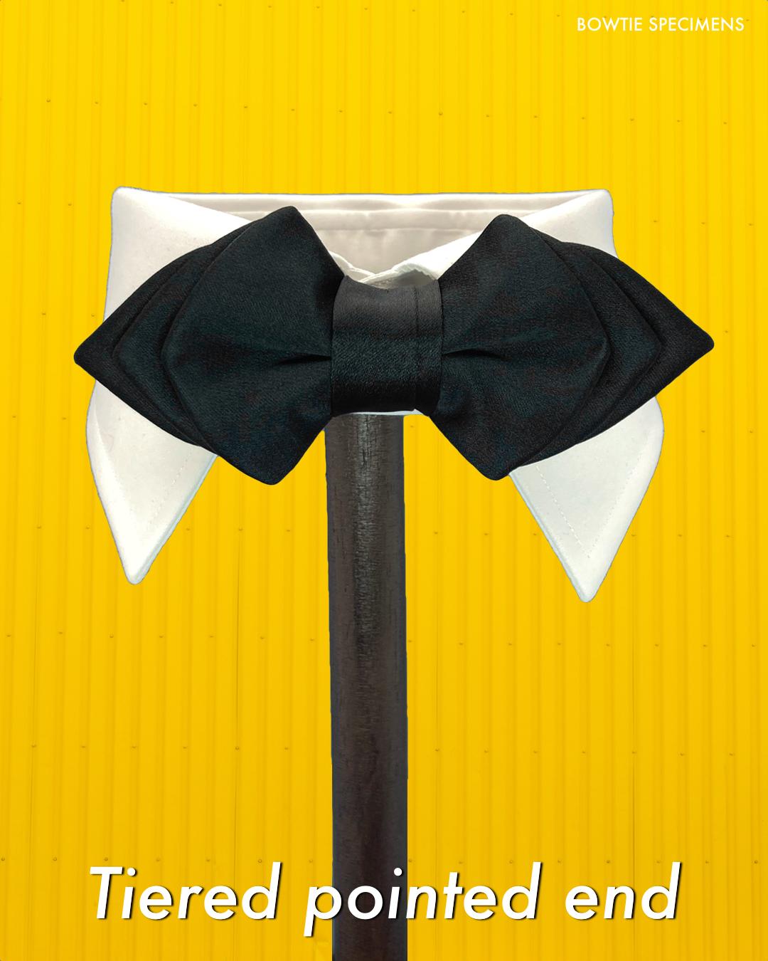 ティアード・ポインテッドエンド (ブラックサテン/ソリッド)  作り結び型〈蝶ネクタイ 黒 ブラック コーデ パーティー〉