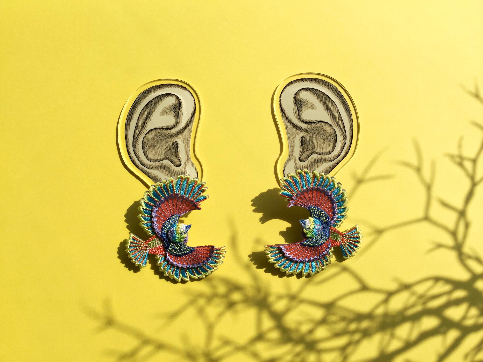 ARRO / 刺繍 ピアス・イヤリング / Flying bird / multi-color
