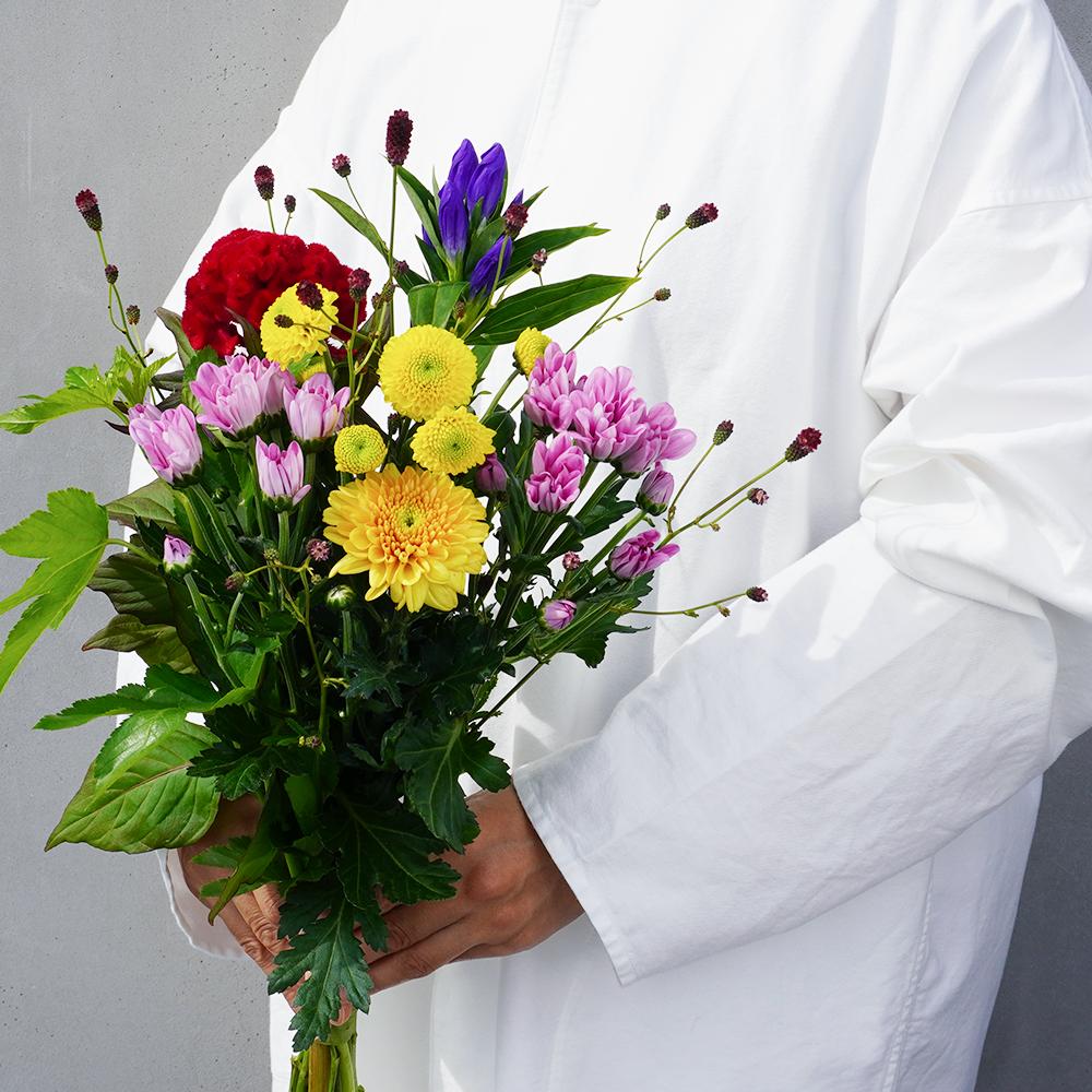 お彼岸の贈り花 マムとケイトウの花束【送料込】