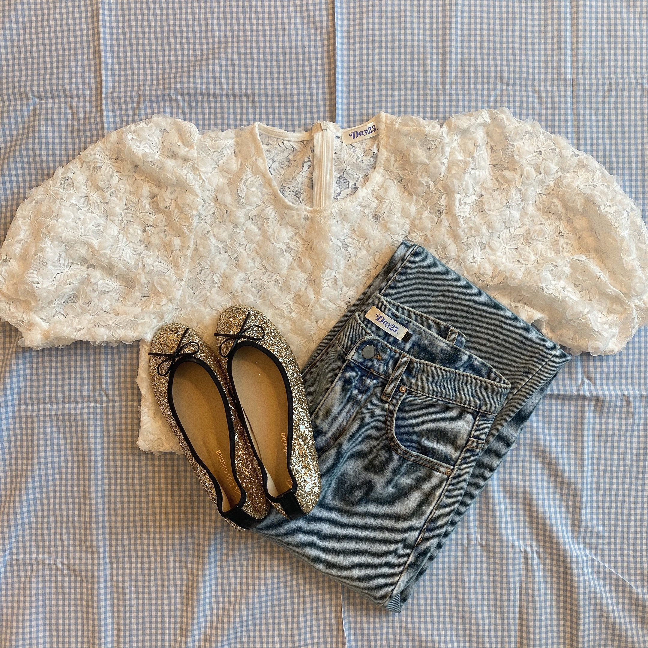 volume lace blouse