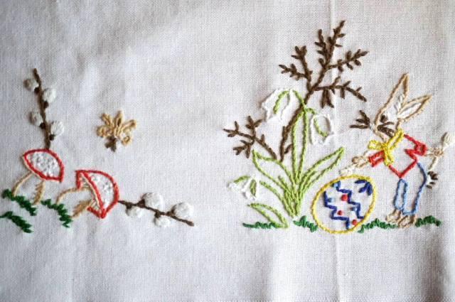 刺繍テーブルセンタークロス うさぎときのこ ハンドメイド 手仕事 ドイツ