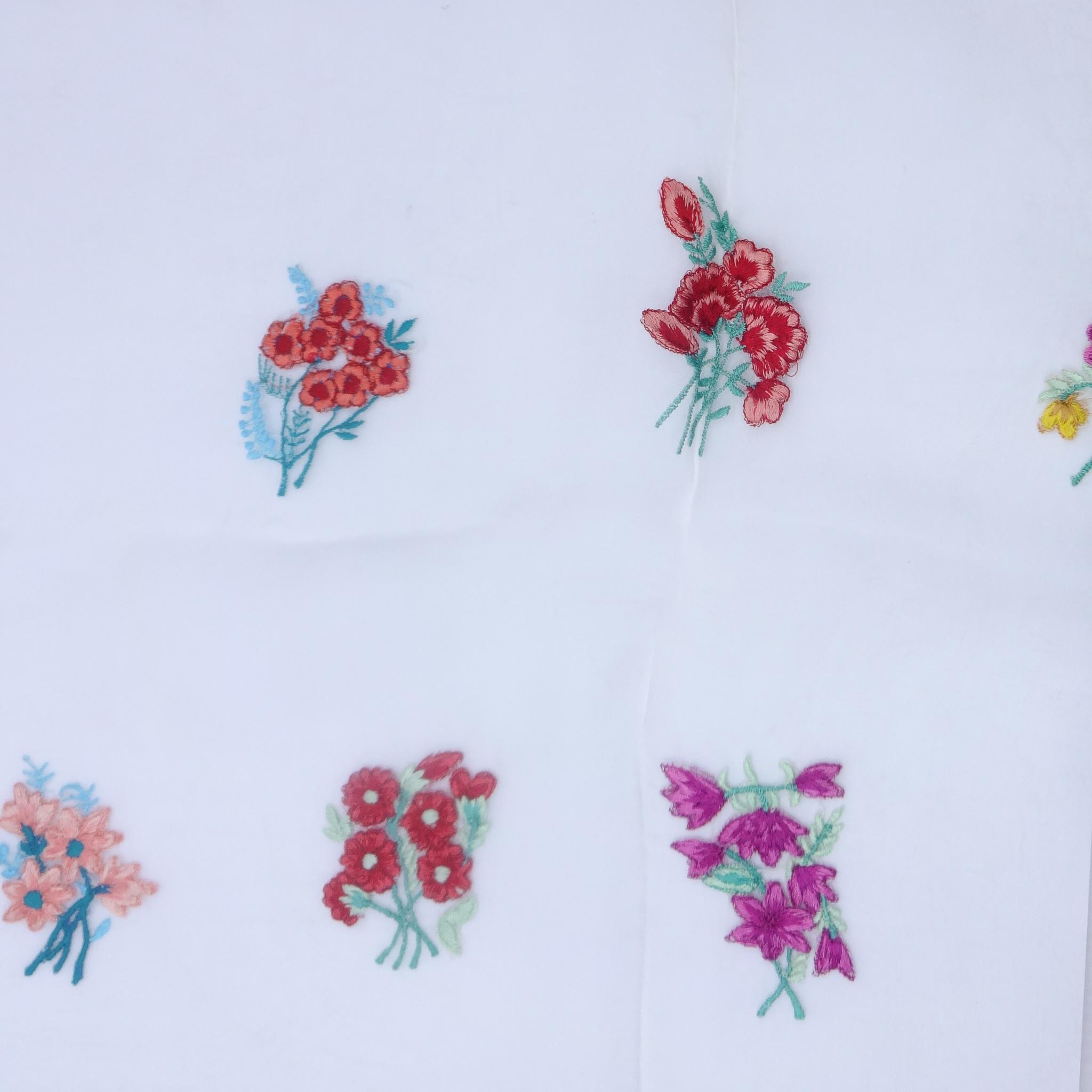 スカーフ シルク ホワイト レッド ブルー フラワー 刺繍 150136