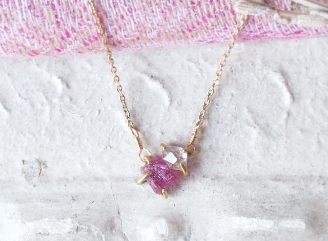 原石のピンクトルマリンとダイヤモンドクォーツのネックレス