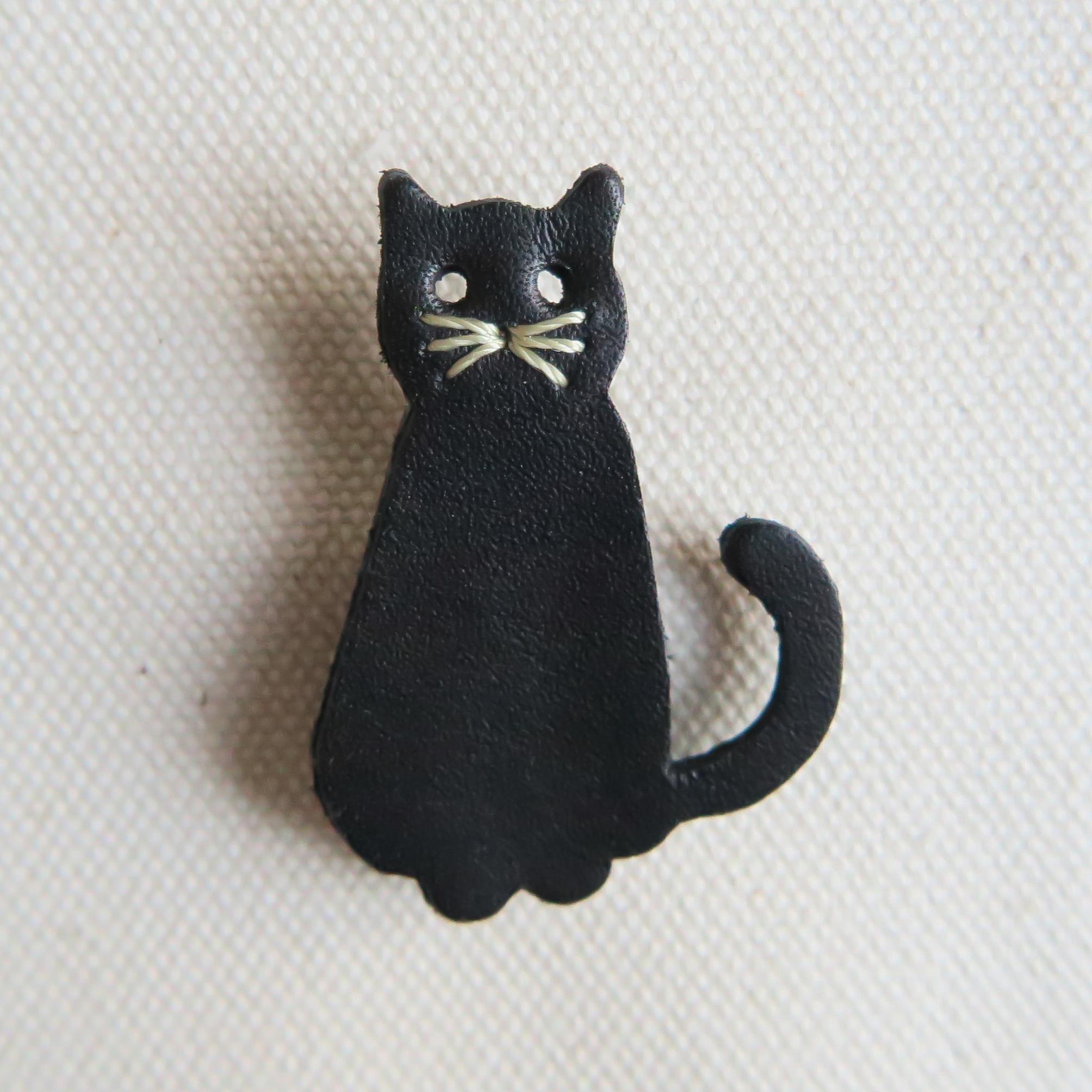 Leather brooch cat BLACK
