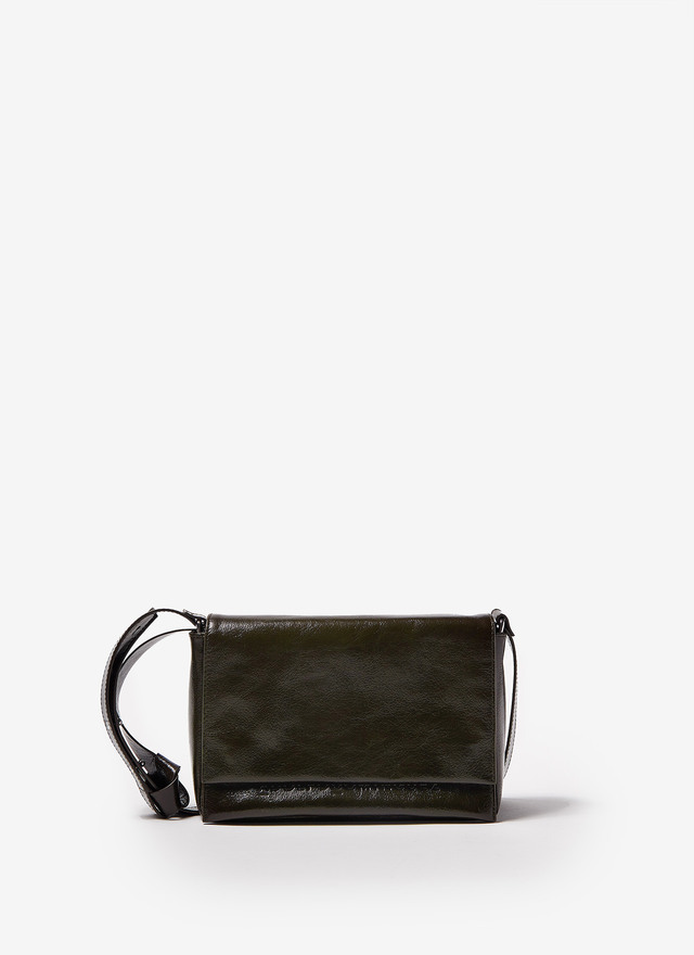CRACKLED GLOSSY LEATHER CROSSBODY BAG