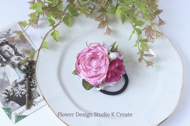 ピンクのラナンキュラスとパールのヘアゴム お花 ヘアゴム 髪飾り パール お出掛け ヘアアクセサリー